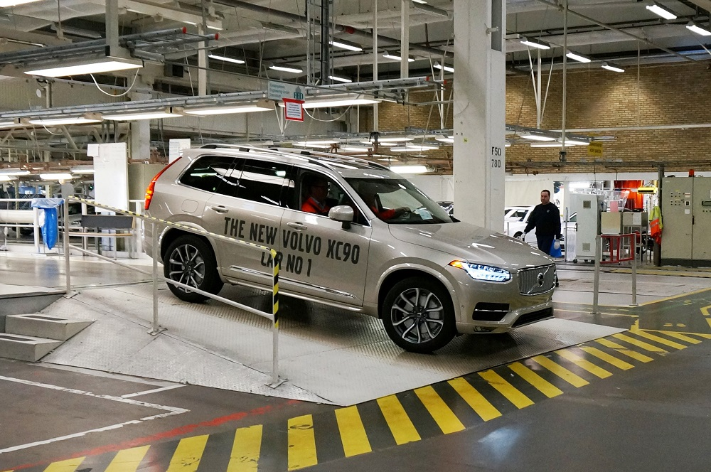 First series-produced new Volvo XC90 rolls off the production line